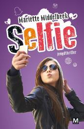 Selfie. Middelbeek, Mariëtte, Paperback