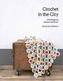 Crochet in the City. colorful patterns that burst into bloom!, Benthem, Annemarie, Paperback
