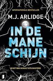 In de maneschijn in het bos schuilt iets duisters, M.J. Arlidge, Paperback