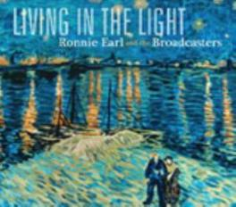 LIVING IN THE LIGHT W/BROADCASTERS Audio CD, RONNIE EARL, CD