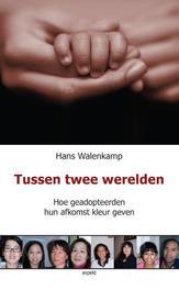 Tussen twee werelden hoe geadopteerden hun leven kleur geven, Walenkamp, Hans, Paperback