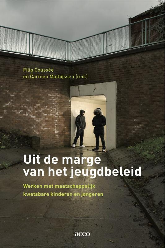 Uit de marge van het jeugdbeleid werken met maatschappelijk kwetsbare jeugd, Mathijssen, Carmen, Paperback