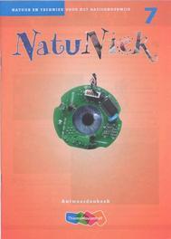 NatuNiek: groep 7: antwoordenboek natuur en techniek voor het basisonderwijs, Adriaan Maters, Paperback