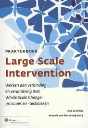 Praktijkboek large scale intervention werken aan verbinding en verandering met whole scale change- principes en -technieken, Wilde, Rob de, Paperback