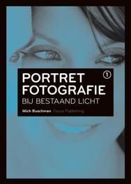 LITERATUUR PORTRET FOTOGRA BESTAAND LICHT