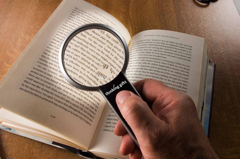 Leesvergrootglas, LED, diameter 7,5 cm 2-fach und 6-fach Vergrößerung, HW