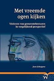 Met vreemde ogen kijken visiteren van gemeentebesturen in vergelijkend perspectief, Schutgens, Jean M.L.R., Paperback