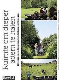 Twaalf tuinen landschapsarchitecten, tuinontwerpers en eigenaren over hedendaagse tuinen, Bakker, Martine, Paperback