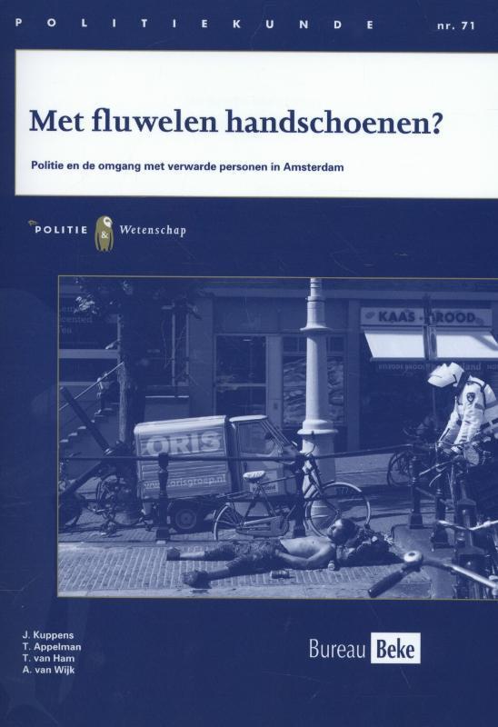 Met fluwelen handschoenen? politie en de omgang met verwarde personen in Amsterdam, J. Kuppens, Paperback