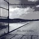DOORHEEN DE DUISTERNIS HET LICHT